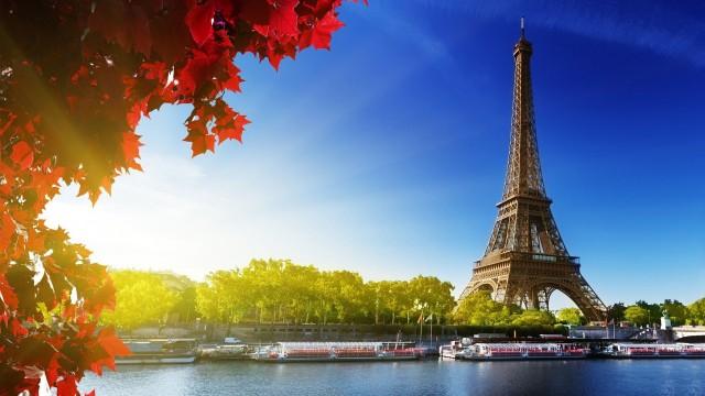 Eiffel-Tower-Paris-640x360