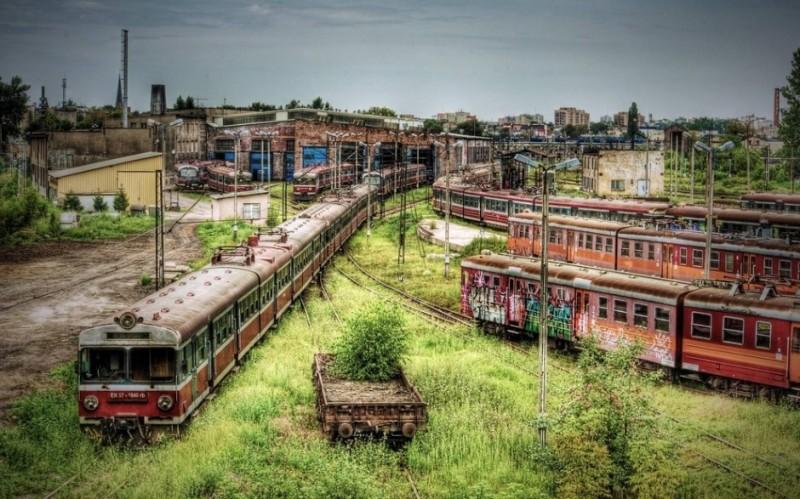Parkoló vonatoknak, kicsit elfelejtve, Lengyelországban