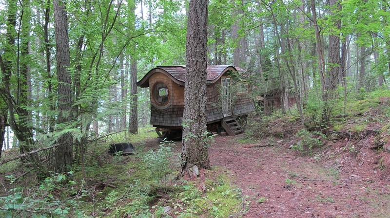 Gypsy_Wagon_In_The_Woods_11